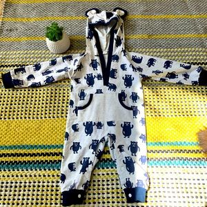 Baby romper with hood and cute animal patterns
